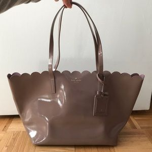 Kate Spade Lily Avenue Patent Carrigan in Porcini